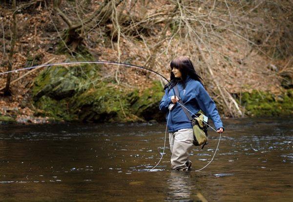 Mandy Schirnau beim Fischen