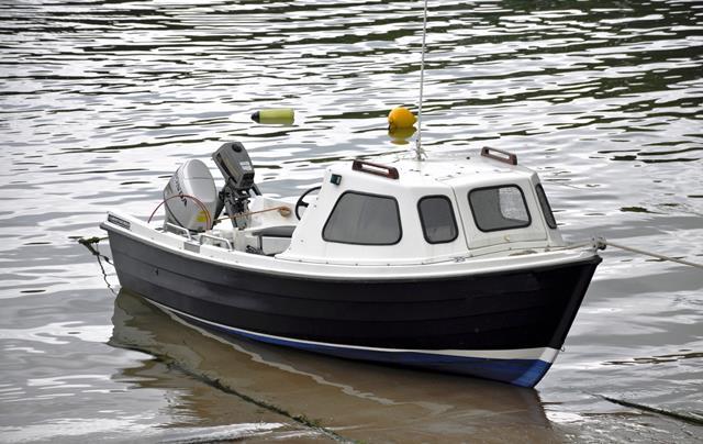 Leihboot mit Kabine