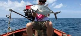 Vom Boot in Thailanmd angeln